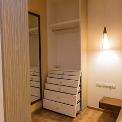 Apartment Interiors:  Dressing room by Studio Stimulus