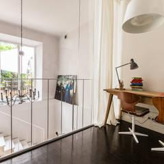 Our photoshoot of apartment design by Mama Studio: styl , w kategorii Pokój multimedialny zaprojektowany przez Ayuko Studio