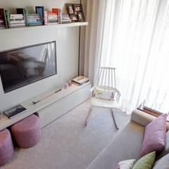 Residence Flat |  Boavista Palace | 2015: Salas de estar  por Susana Camelo