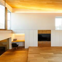 haus-note: 一級建築士事務所hausが手掛けたリビングです。,