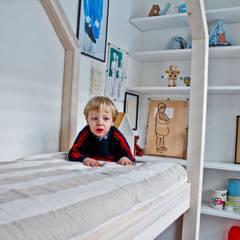 MOMENTINO, LA CAMERETTA: Stanza dei bambini in stile  di MATITA