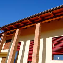 CasaClima Classe A - Amese - Torino: Finestre in stile  di AHORA ARCHITETTURA