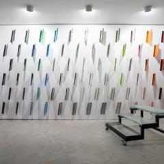 Showroom dla firmy Saint-Gobain: styl , w kategorii Powierzchnie handlowe zaprojektowany przez mech.build