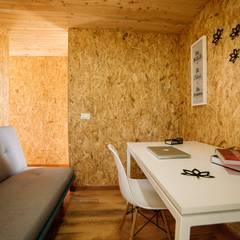 VIMOB: Estudios y despachos de estilo moderno por COLECTIVO CREATIVO