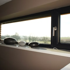 Salle de bain: Fenêtres de style  par Bureau d'Architectes Desmedt Purnelle
