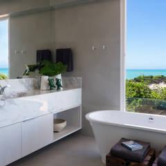 Salle de bain de style  par Renata Matos Arquitetura & Business