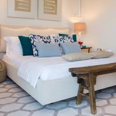 غرفة نوم تنفيذ Renata Matos Arquitetura & Business,