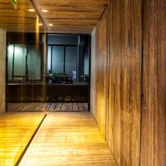 Camino a Próspero: Bares y discotecas de estilo  por Barnabé Bustamante Ludlow Arquitectos