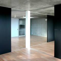 Media room by ユミラ建築設計室, Modern