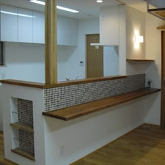 Dining room by 株式会社 atelier waon, Modern