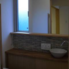 Bathroom by 株式会社 atelier waon, Modern