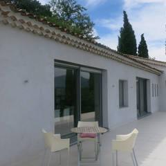 Villa B1: Terrasse de style  par SARL MAZZARESE ARCHITECTES