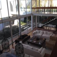 Casa Moderna: Livings de estilo moderno por GG&A