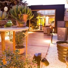 Objetos de diseño y muebles: Jardines de estilo  por VIVANT LA VIE