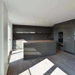 Modern kitchen by Fröhlich Architektur AG Modern