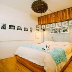ESPACIOS PEQUEÑOS : Habitaciones de estilo  por CASA CALDA, Industrial