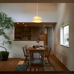 Modern dining room by Mimasis Design/ミメイシス デザイン Modern Wood Wood effect