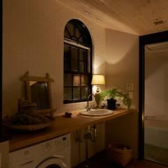 House in Higashikanmaki: Mimasis Design/ミメイシス デザインが手掛けた浴室です。,モダン
