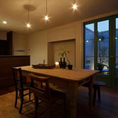 غرفة السفرة تنفيذ Mimasis Design/ミメイシス デザイン