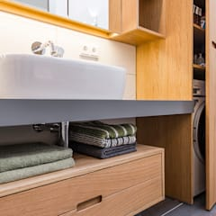 Moderne Raumgestaltung in altem Weinmeisterhaus:  Badezimmer von Büro Köthe