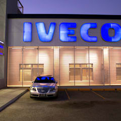 Concesionaria IVECO - FICAMEN: Concesionarios de estilo  por Brunzini Arquitectos & Asociados