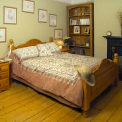 Country style bedroom design:  Bedroom by Style Within