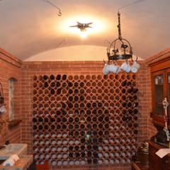 Villa a Castiglione del Lago: Cantina in stile  di Studio Zaroli