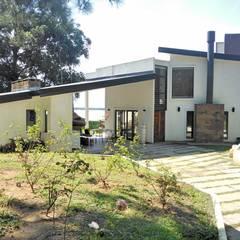 PROYECTO Y DIRECCIÓN TECNICA - VIVIENDA UNIFAMILIAR: Casas de estilo moderno por E-PROYECT