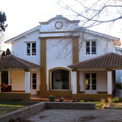 Frente:  Houses by Radrizzani Rioja Arquitectos