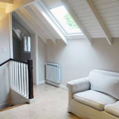 Sala de estar:  Media room by Radrizzani Rioja Arquitectos