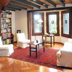 Martinez:  Living room by Radrizzani Rioja Arquitectos