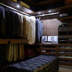 غرفة الملابس تنفيذ JOANA MENDES BARATA arquitetura