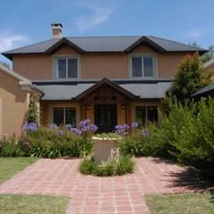 Tigre II:  Houses by Radrizzani Rioja Arquitectos, Classic Concrete