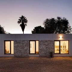 Modelo Chipiona: Casas de estilo  de Casas inHAUS