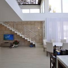 Inspiração Modernista II: Corredores e halls de entrada  por Libório Gândara Ateliê de Arquitetura