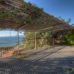 Villa: Garage/Rimessa in stile  di Emilio Rescigno - Fotografia Immobiliare
