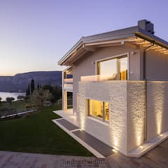 Villa on lake Garda: Case in stile  di Andrea Bonini luxury interior & design studio