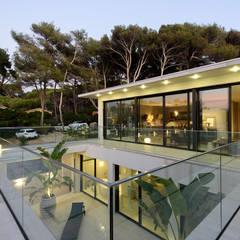 Villa GP: Terrasse de style  par frederique Legon Pyra architecte,