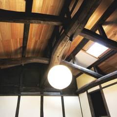 Architect's office+Gallery&Café: 一級建築士事務所 さくら建築設計事務所が手掛けた書斎です。