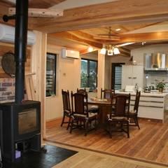K邸 ダイニングキッチン: 一級建築士事務所 さくら建築設計事務所が手掛けたダイニングです。