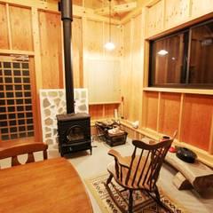 男の隠れ家: 一級建築士事務所 さくら建築設計事務所が手掛けた和室です。