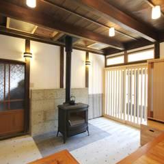 M邸 土間: 一級建築士事務所 さくら建築設計事務所が手掛けた和室です。