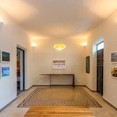 Corridor & hallway by CERVERA SÁNCHEZ ARQUITECTOS, Eclectic