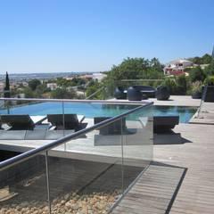 Projecto MH - Albufeira: Piscinas  por Smokesignals - Home & Contract Concept Lda,Moderno