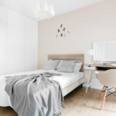 zaciszne wnętrze: styl , w kategorii Sypialnia zaprojektowany przez Decoroom