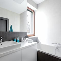 Bathroom by Decoroom,
