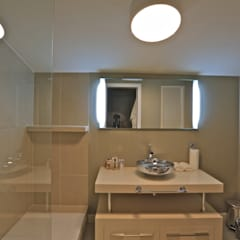Kerim Çarmıklı İç Mimarlık – K.G Evi Arnavutköy: minimal tarz tarz Banyo