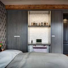 Canal Loft Amsterdam:  Slaapkamer door Ethnic Chic Home Couture