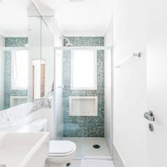 03_Projeto de Interiores: Banheiros  por Paula Carvalho Arquitetura,Moderno