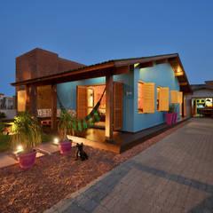 Casas de estilo  por Arquitetando ideias, Tropical